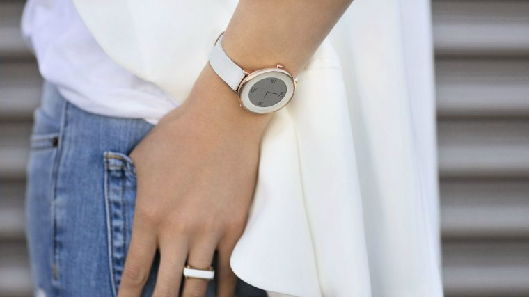 тонкие Pebble Time Round на руке
