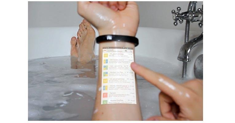 Cicret Bracelet в ванной