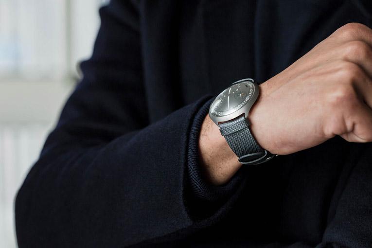 гибридные часы Ressence Type 2