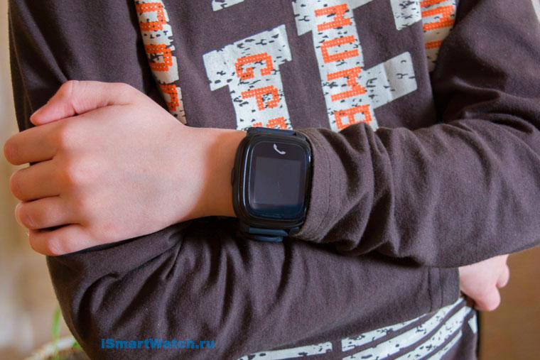 часы на детской руке